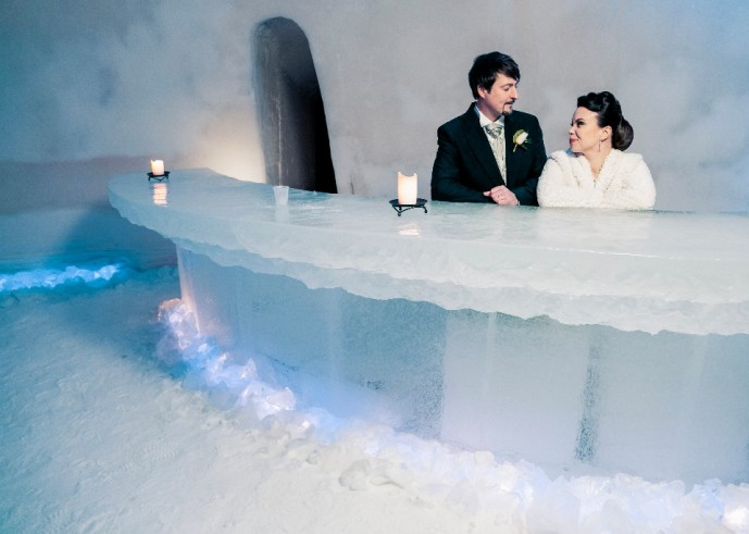 wedding-ice-bar-snow-hotel-rovaniemi-lapland-finland-689x491